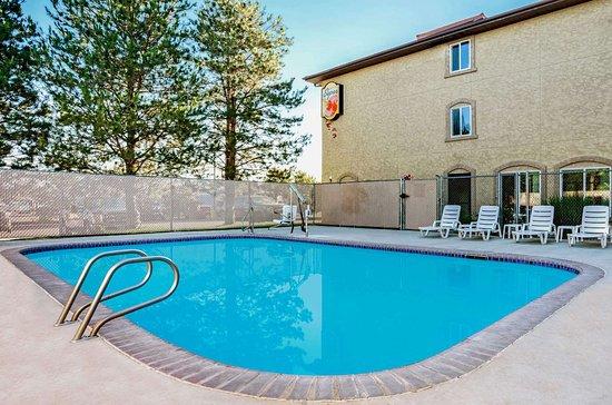 Super 8 by Wyndham Sparks/Reno Area: Pool