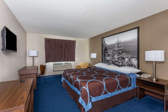 Super 8 by Wyndham Sparks/Reno Area: Guest room