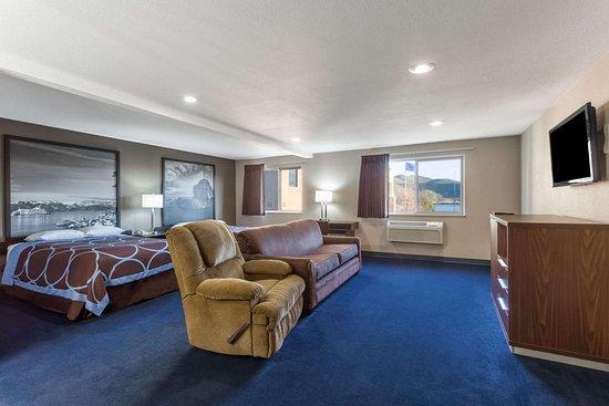 Super 8 by Wyndham Sparks/Reno Area: Suite