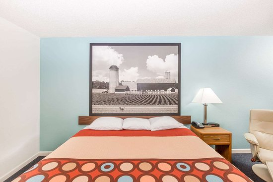 West Point, NE: Guest room