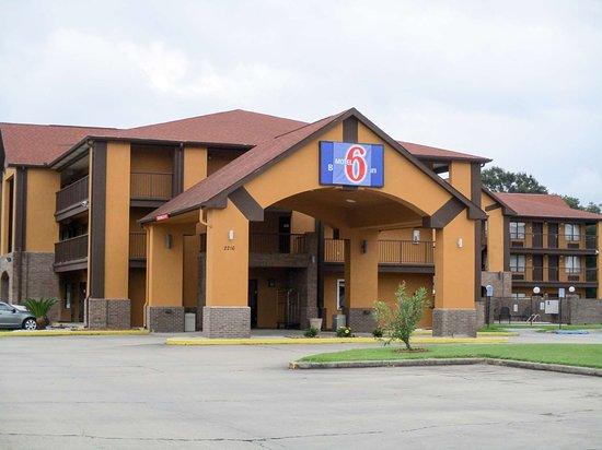 Motel 6 Lafayette: exterior