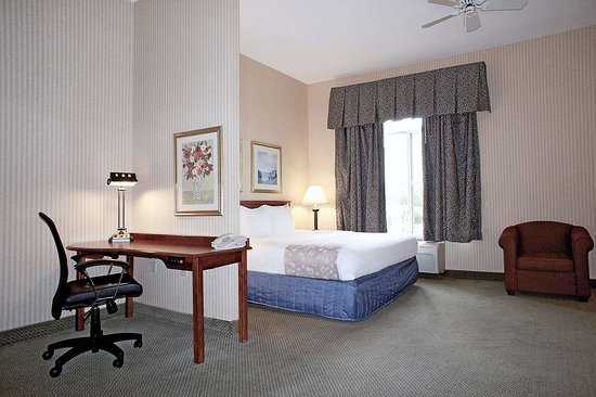 suite picture of la quinta inn suites milwaukee sw new berlin rh tripadvisor com