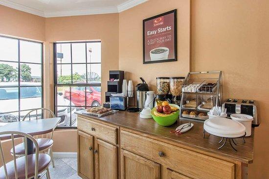 Cornersville, TN: Breakfast area