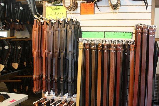 Coblentz Collar Leather Shop: Gunslings und Gürtel