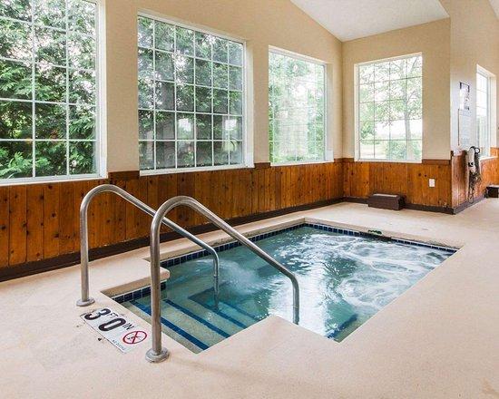 Edgerton, WI: Indoor hot tub