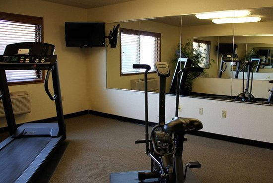 AmericInn by Wyndham West Bend: Health club