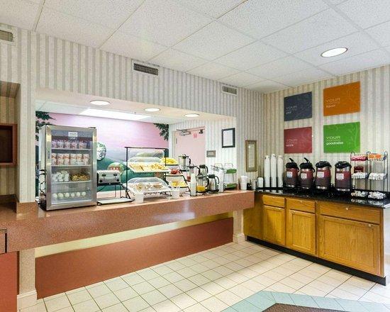 Grundy, VA: Assorted breakfast items