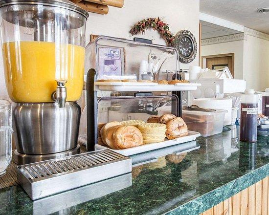 Rodeway Inn & Suites Spokane: Assorted breakfast items