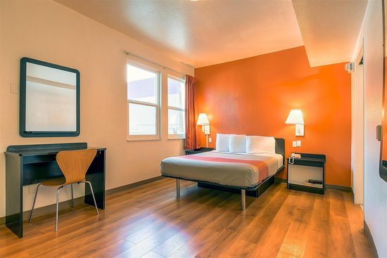 Motel 6 San Diego Downtown: single