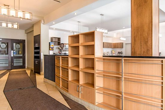 Comfort Inn & Suites: Hotel lobby