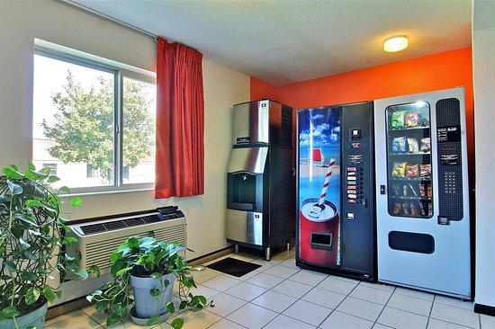 Gilman, IL: vending