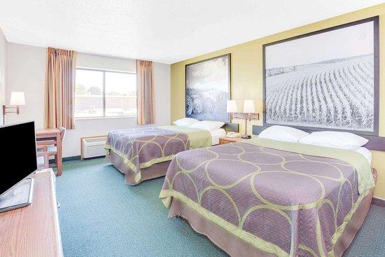 Oelwein, IA: Guest room