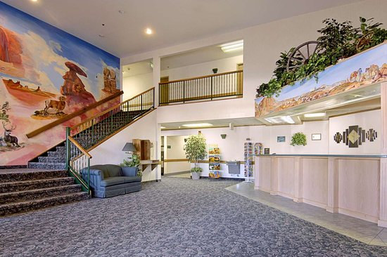 Super 8 by Wyndham Blanding: Lobby