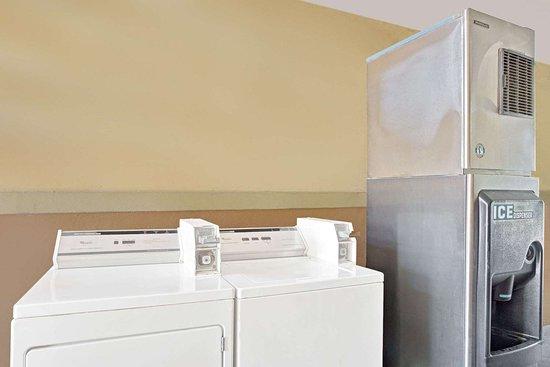 La Marque, TX: Guest Laundry