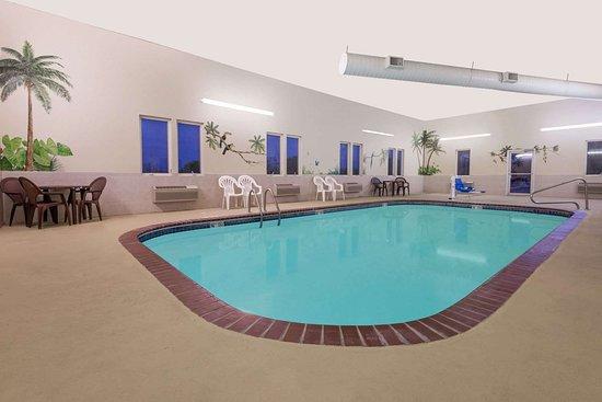 Super 8 By Wyndham Ottawa 68 7 Updated 2018 Prices Hotel Reviews Ks Tripadvisor