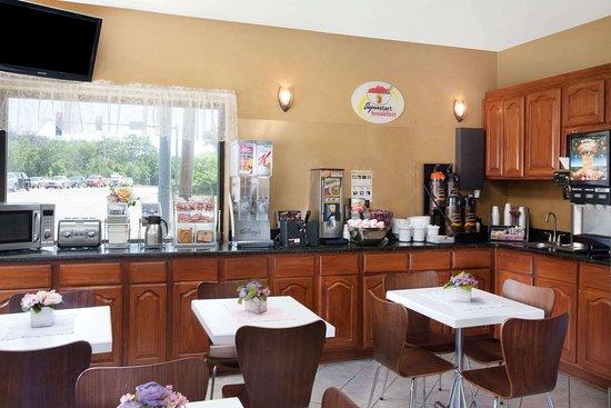 River Grove, IL: Breakfast Area