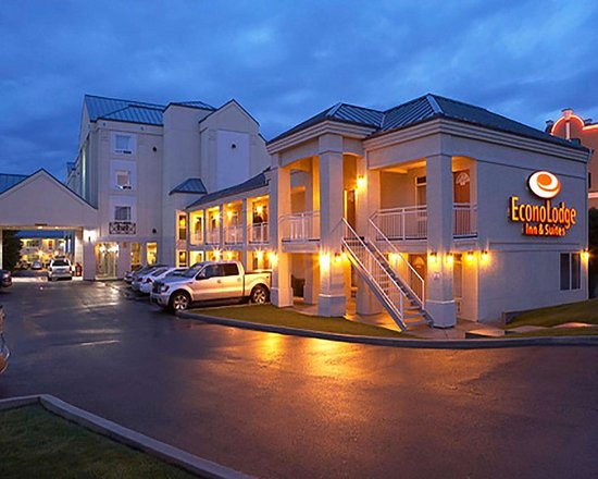 Econo Lodge Inn & Suites University