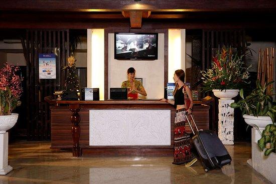 Best Western Resort Kuta: Hotel Lobby - Front Desk