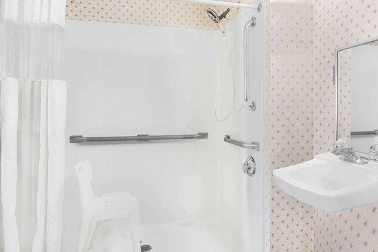 Gray, GA: Guest room bath