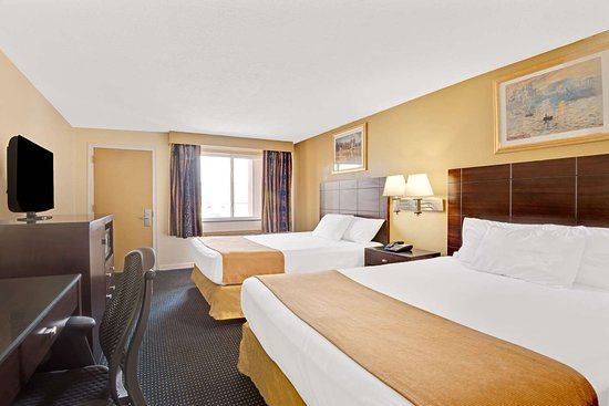 Super 8 by Wyndham Milford/New Haven: 2 Queen Bed Room