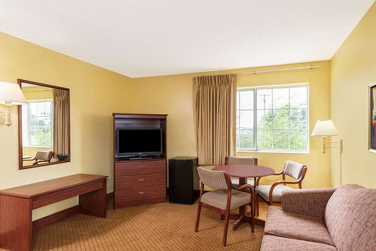 Osage, IA: Guest room
