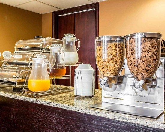 Aiken, ساوث كارولينا: Assorted breakfast items