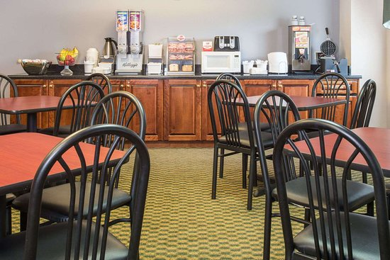 Union, MO: Breakfast Area