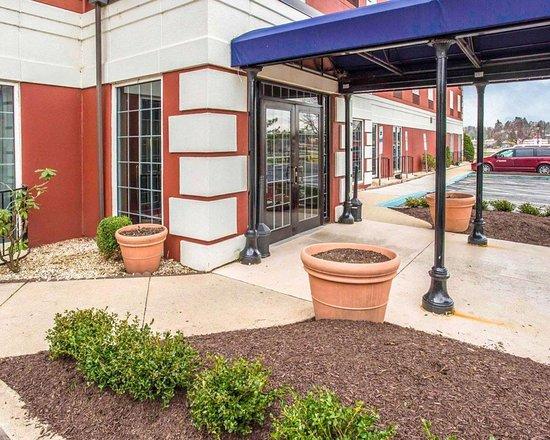 Comfort Inn at the Park: Hotel entrance