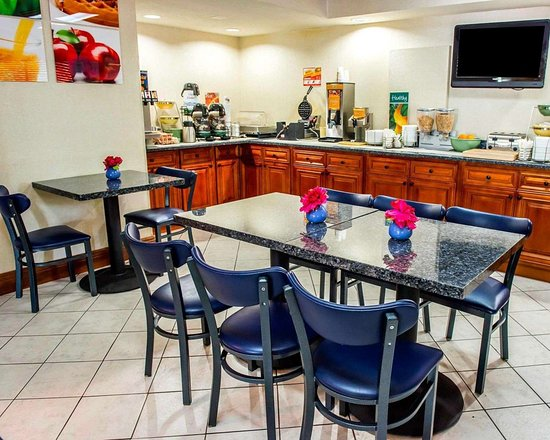 Quality Inn & Suites North : Assorted breakfast items