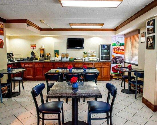 Quality Inn & Suites North : Breakfast room