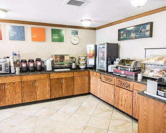 Comfort Inn: Hot and cold breakfast buffet