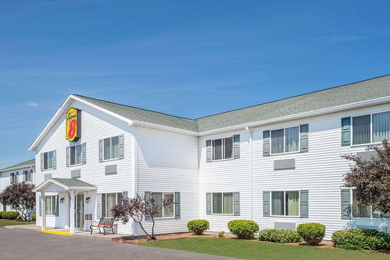 Super 8 by Wyndham Canandaigua: Exterior