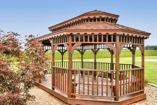 Grayville, IL: Gazebo Sitting Area