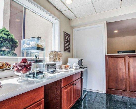 Douglassville, PA: Breakfast area in the lobby