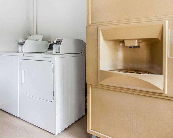 Douglassville, PA: Guest laundry facilities