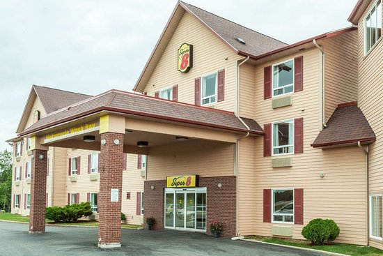 Super 8 by Wyndham Amherst NS: Welcome to the Super 8 Amherst