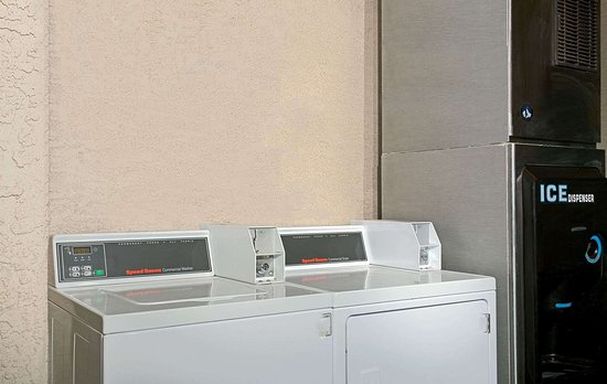 Super 8 by Wyndham Tucson/Grant Road Area AZ: Guest Laundry