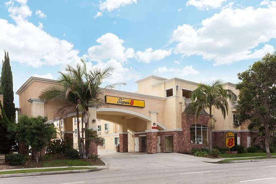 Super 8 by Wyndham Torrance Lax Airport Area Hotel