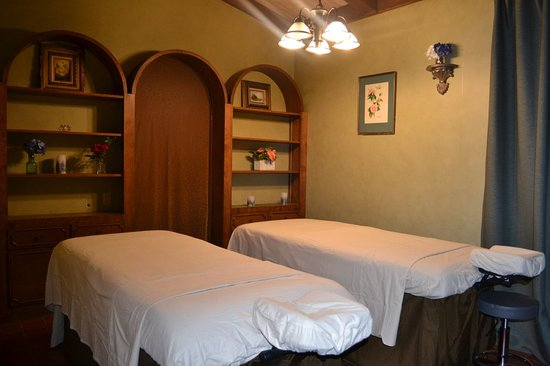 Whittier, Californië: They have a very romantic couple room with relaxing music.