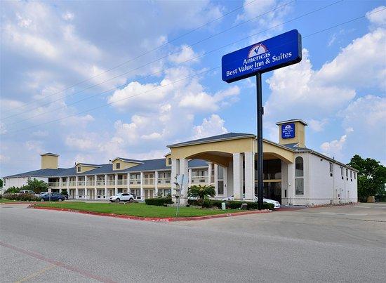 Americas Best Value Inn & Suites - Stafford / Houston: Exterior