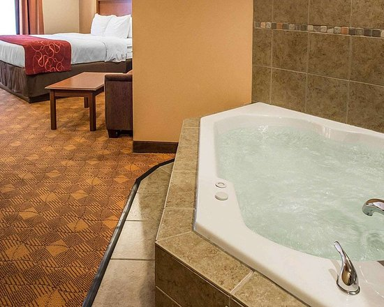 king suite with hot tub picture of comfort suites monaca monaca rh tripadvisor ie