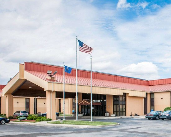 Quality Inn hotel in Fort Wayne, IN