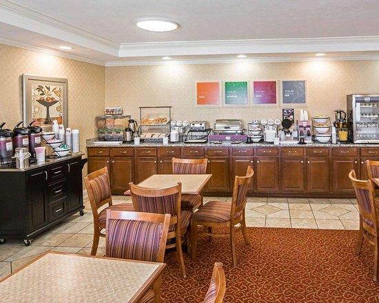 Hebron, IN: Breakfast room