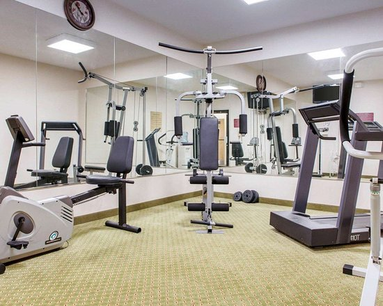 Rushville, Индиана: Exercise room with cardio equipment and weights