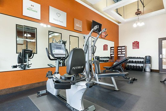 Comfort Suites Batesville: Fitness center with flat-screen television