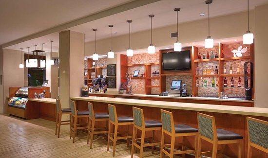 Hyatt Place Waikiki Beach: Bar Lounge