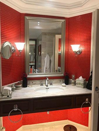 Sofitel Legend Metropole Hanoi: Metropole Hanoi bathroom sink area