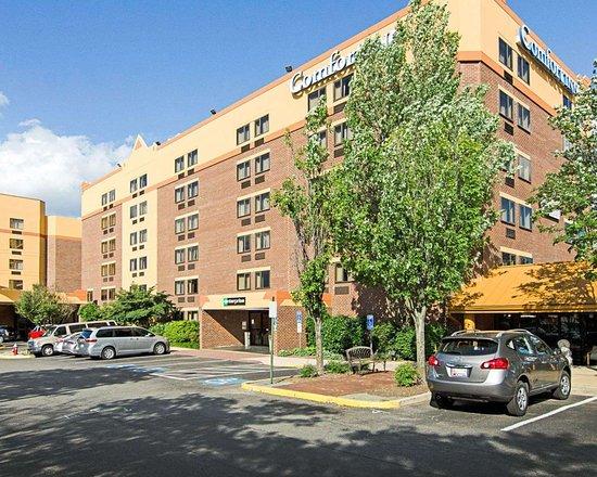 Comfort Inn University Center: Hotel exterior
