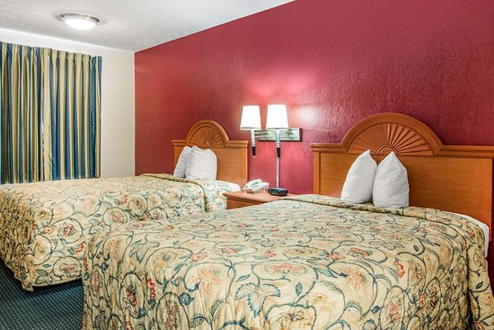 LaGrange, GA: Guest room with double bed(s)