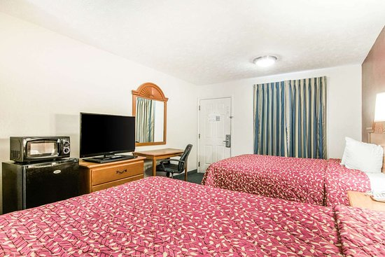 LaGrange, GA: Guest room with queen bed(s)